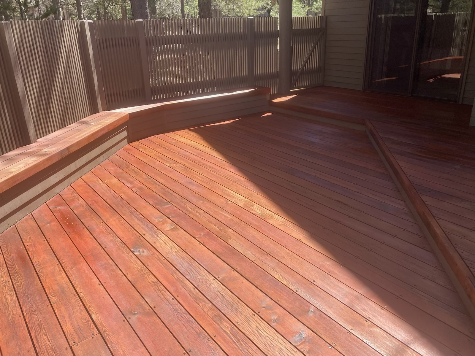 Photo of the same deck of Sunriver homeowner after Randy refinished